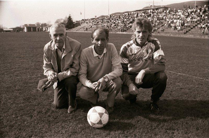 Tre generasjonar Ulfstein på Hødd. Fotografert i 1989. Frå venstre Josef, Jan og Egil Foto: Arne Flatin